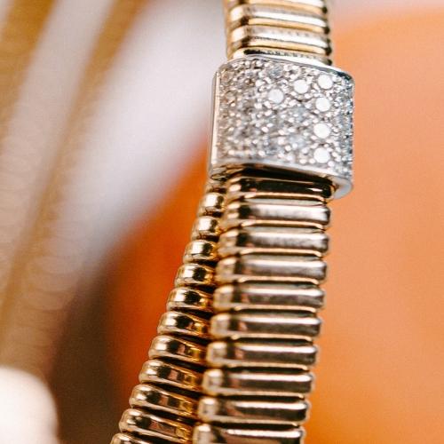 Armreif flexibel in 750/Rosegold mit Brillanten von 0,18ct W/SI, mit einem Kastenverschluss