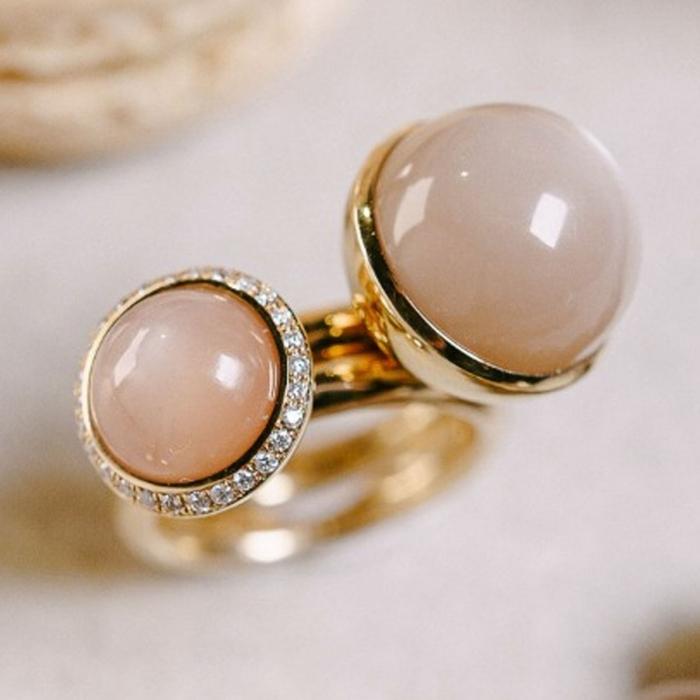 2 Ringe in 750/- Rosegold mit einem Mondstein Cabochon
